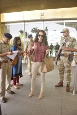 Kangana Ranaut snapped as she leaves for Delhi for the National Award ceremony on 2nd May 2015 (19)_554603ce8c1ef.JPG