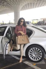 Kangana Ranaut snapped as she leaves for Delhi for the National Award ceremony on 2nd May 2015 (2)_554603b63e50f.JPG
