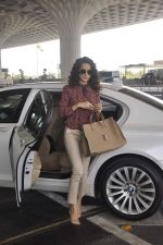 Kangana Ranaut snapped as she leaves for Delhi for the National Award ceremony on 2nd May 2015 (3)_554603b76c3bd.JPG
