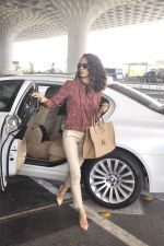Kangana Ranaut snapped as she leaves for Delhi for the National Award ceremony on 2nd May 2015 (4)_554603b8b17eb.JPG