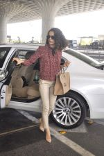 Kangana Ranaut snapped as she leaves for Delhi for the National Award ceremony on 2nd May 2015 (5)_554603ba9521e.JPG