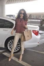 Kangana Ranaut snapped as she leaves for Delhi for the National Award ceremony on 2nd May 2015 (7)_554603bdb9e19.JPG