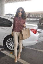 Kangana Ranaut snapped as she leaves for Delhi for the National Award ceremony on 2nd May 2015 (8)_554603bf0a58a.JPG