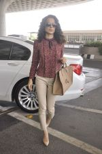 Kangana Ranaut snapped as she leaves for Delhi for the National Award ceremony on 2nd May 2015 (9)_554603c02ecf7.JPG