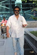 Milind Gunaji snapped at Mumbai Airport on 2nd May 2015 (33)_554603961473f.JPG