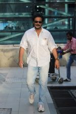 Milind Gunaji snapped at Mumbai Airport on 2nd May 2015 (35)_554603981b805.JPG