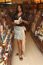 Anu Aggarwal snapped at a bookstore on 4th May 2015 (10)_55488a2ab00b8.JPG