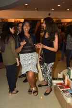 Anu Aggarwal snapped at a bookstore on 4th May 2015 (2)_55488a1fc36c2.JPG