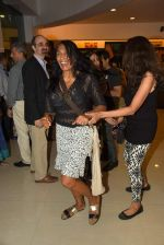Anu Aggarwal snapped at a bookstore on 4th May 2015 (4)_55488a229ea9b.JPG
