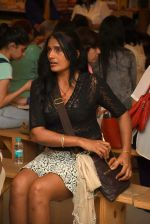 Anu Aggarwal snapped at a bookstore on 4th May 2015 (5)_55488a23b5d39.JPG