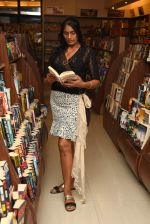 Anu Aggarwal snapped at a bookstore on 4th May 2015 (9)_55488a294ef4a.JPG