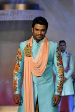 Sharad Kelkar on the ramp for BD Somani show on 3rd May 2015