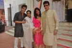 Tusshar Kapoor, Shobha Kapoor, jeetendra, Ekta Kapoor at Abhishek Kapoor & Pragya Yadav Wedding at Isckon temple on 3rd May 2015 (67)_55486b8f24547.JPG