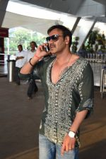 Ajay Devgan snapped on his way back from Delhi on 5th May 2015 (1)_5549f908835ef.JPG