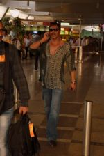 Ajay Devgan snapped on his way back from Delhi on 5th May 2015 (2)_5549f9095816c.JPG