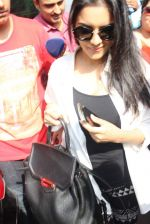 Asin Thottumkal snapped at airport in Mumbai on 5th May 2015 (44)_5549f919112f3.JPG