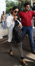 Asin Thottumkal snapped at airport in Mumbai on 5th May 2015 (48)_5549f91c2154a.JPG