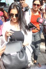 Asin Thottumkal snapped at airport in Mumbai on 5th May 2015 (49)_5549f91e018e9.JPG