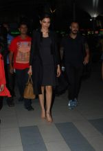 Deepika Padukone snapped at airport in Mumbai on 5th May 2015 (12)_5549f92714b65.JPG