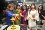 Dolly Bindra at Shaina NC_s collection launch for Gehna in Mumbai on 6th May 2015 (123)_554b519550a81.JPG
