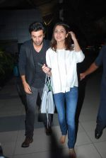 Anushka Sharma, Ranbir Kapoor snapped as they return from Kolkata on 8th May 2015