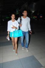 Barkha Bisht, Indraneil Sengupta snapped as they return from Kolkata on 8th May 2015 (11)_554e0080acfba.JPG