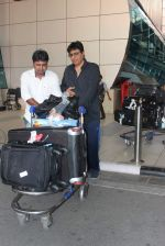Vashu Bhagnani snapped at airport on 10th May 2015 (13)_555041ec1e079.JPG