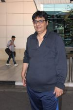 Vashu Bhagnani snapped at airport on 10th May 2015 (16)_555041ef530b8.JPG