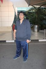 Vashu Bhagnani snapped at airport on 10th May 2015 (15)_555041ee48d5b.JPG