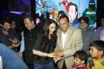 Preity Zinta, Dharmendra at Producer Kishor & Pooja Dingra_s son Aakash Dingra_s 7th Birthday Party in Mumbai on 11th may 2015 (41)_55519466cc4e1.JPG