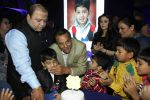 Preity Zinta, Dharmendra at Producer Kishor & Pooja Dingra_s son Aakash Dingra_s 7th Birthday Party in Mumbai on 11th may 2015 (51)_55519478e7ff3.JPG