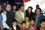 Preity Zinta, Dharmendra, Anil Kapoor at Producer Kishor & Pooja Dingra_s son Aakash Dingra_s 7th Birthday Party in Mumbai on 11th may 2015 (61)_55519494af95b.JPG