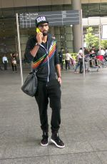 Siddharth Mallya returns from Los Angeles in Mumbai Airport on 11th May 2015 (9)_5551951b623a8.JPG