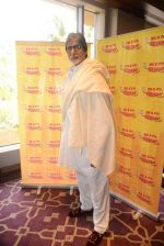 Amitabh Bachchan talking about the success of Piku with RJ Jeeturaaj and listeners of Radio Mirchi in J W Marriott on 13th May 2015 (26)_55543515985a3.JPG