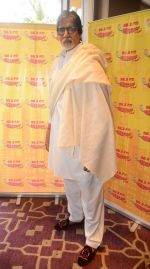 Amitabh Bachchan talking about the success of Piku with RJ Jeeturaaj and listeners of Radio Mirchi in J W Marriott on 13th May 2015 (27)_555435166116e.JPG