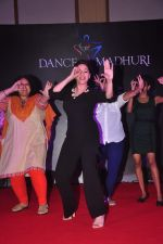 Madhuri Dixit at Dance with Madhuri in The Club on 13th May 2015 (23)_555436b7cbacb.JPG