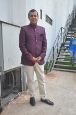 Chetan Bhagat on the sets of Nach Baliye in Mumbai on 17th May 2015 (7)_5559c9b48d609.JPG