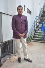 Chetan Bhagat on the sets of Nach Baliye in Mumbai on 17th May 2015 (8)_5559c9b59cd36.JPG