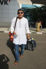 Ajay Jadeja snapped at airport in Mumbai on 19th May 2015 (13)_555c28aea4880.JPG