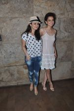Preity Zinta, Kangana Ranaut at tanu weds manu 2 screening in Mumbai on 20th May 2015 (59)_555da075d0608.JPG