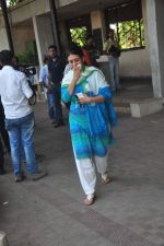 at Sudha Shivpuri_s funeral in Andheri, Mumbai on 20th May 2015 (19)_555d7f4de65a7.JPG