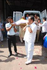 at Sudha Shivpuri_s funeral in Andheri, Mumbai on 20th May 2015 (21)_555d7f4f75de6.JPG