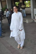 at Sudha Shivpuri_s funeral in Andheri, Mumbai on 20th May 2015 (23)_555d7f50cc2f2.JPG