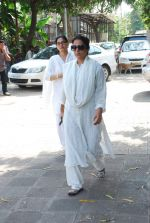 at Sudha Shivpuri_s funeral in Andheri, Mumbai on 20th May 2015 (40)_555d7f616af3b.JPG
