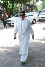 at Sudha Shivpuri_s funeral in Andheri, Mumbai on 20th May 2015 (41)_555d7f6294555.JPG