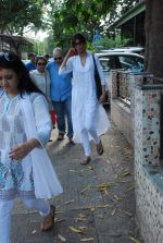 at Sudha Shivpuri_s funeral in Andheri, Mumbai on 20th May 2015 (44)_555d7f6674dba.JPG