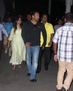 Salman Khan returns from Arpita_s reception on 26th May 2015 (5)_5565aff65aba6.JPG