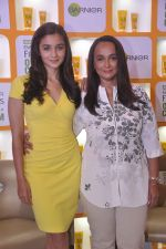 Alia bhatt, Soni Razdan at garnier event in Mumbai on 28th May 2015 (17)_55684a86605b6.JPG