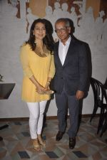 Juhi Chawla at the launch of Pizza Metro Pizza in Kemps Corner on 30th May 2015 (68)_556aea40850d2.JPG