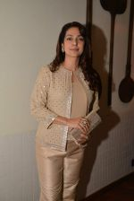 Juhi Chawla at the launch of Pizza Metro Pizza in Kemps Corner on 30th May 2015 (74)_556aea442b8fd.JPG